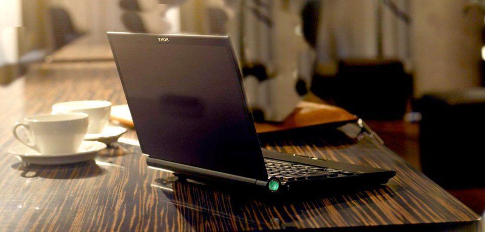 Что делать, если на экране ноутбука появились полосы?